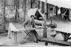Buzzati presso il Lago Tovel, 1939 (Archivio Cnr--Ise, Verbania Pallanza)