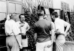Cold Spring Harbor Symposium on Quantitative Biology, Origin and Evolution of Man, 9-17 giugno 1950. A. Buzzati-Traverso è il secondo da sinistra. (per gentile concessione: Cold Spring Harbor Laboratory Archives, New York, Long Island)