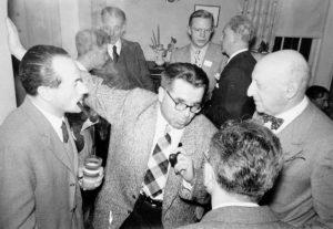 Cold Spring Harbor Symposium on Quantitative Biology, Biological Applications of Tracer Elements, 8-16 giugno 1948 Da sinistra a destra: A. Buzzati-Traverso, E. Hadorn, R. B. Goldschmidt. (per gentile concessione: Cold Spring Harbor Laboratory Archives, New York, Long Island)