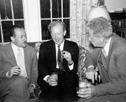 Cold Spring Harbor Symposium on Quantitative Biology, Origin and Evolution of Man, 9-17 giugno 1950 Da sinistra a destra: A. Buzzati-Traverso, R. R. Race, L. C. Dunn (per gentile concessione: Cold Spring Harbor Laboratory Archives, New York, Long Island)